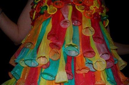 Платья из презервативов