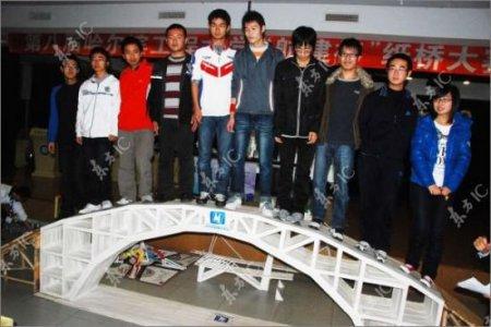 Прочный бумажный мост